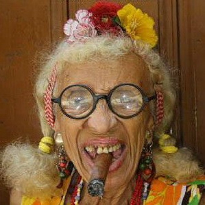 Old+woman+smoking+cigar+2C+Havana+2C+Cuba_29812