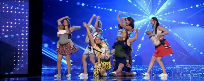 video-sase-mamici-impreuna-cu-bebelusii-lor-din-republica-moldova-au-participat-la-romanii-au-talent-numarul-lor-au-starnit-admiratia-juriului-1487406401