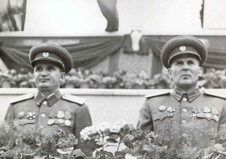 Ceausescu-in-uniforma-1-mai-1953