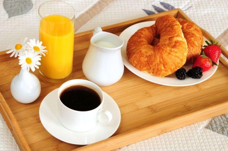 placere-de-dimineata-cum-sa-te-rasfeti-cu-un-mic-dejun-la-pat_size1